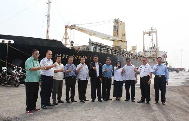 Pertama, Kapal Internasional Sandar di Pelabuhan Probolinggo