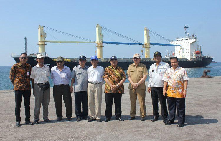 Pertama, Kapal 20.000 DWT Sandar di Pelabuhan Probolinggo