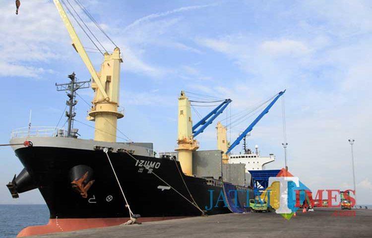 Pelabuhan Internasional Probolinggo Kedatangan Kapal Thailand
