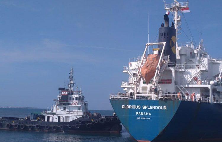 Lagi, Kapal Besar Sandar di Pelabuhan Probolinggo