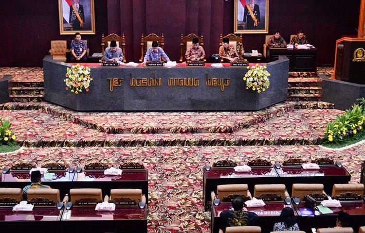 DPRD Jatim Sahkan Raperda Perubahan Ketiga PT PJU